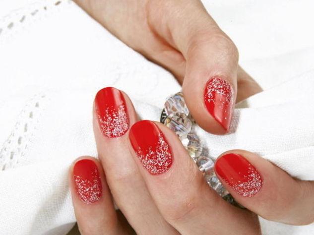 Nail art rosso e zucchero